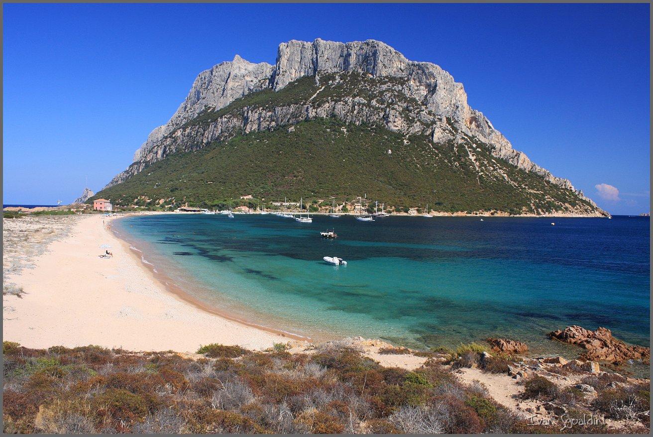 Vacanze in sardegna le localit pi belle comunicangolo for Isola che da il nome a un golfo della sardegna